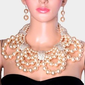 Jewelry - Rhinestone Chunky Pearl Bib Necklace